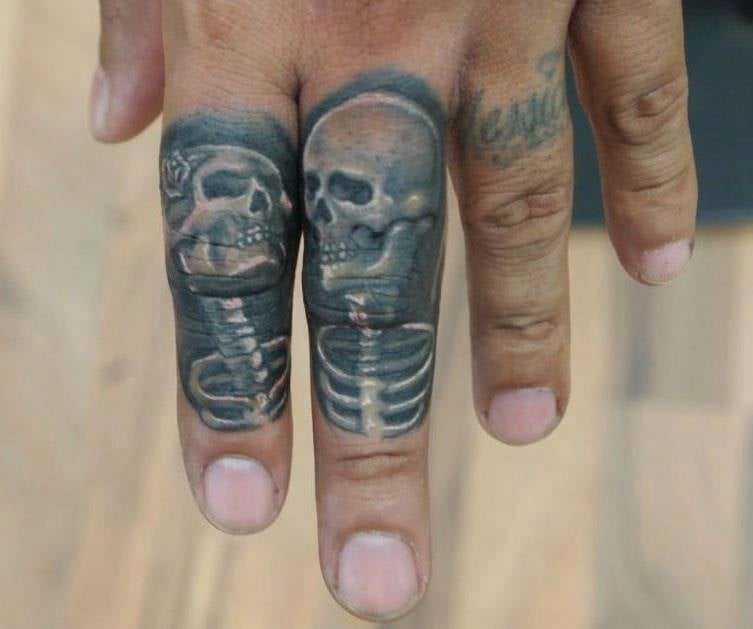 Fernie Andrade 2 finger skull skeleton tattoo