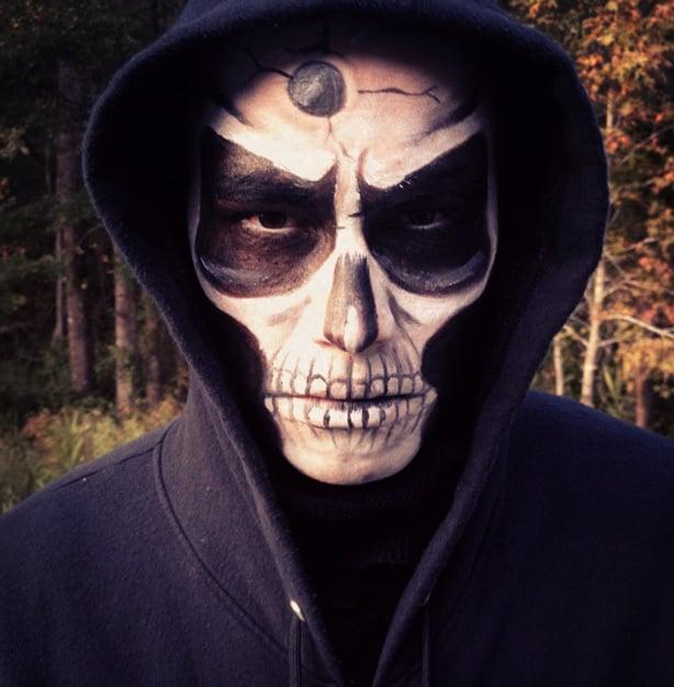 Skull Face Paint makes for an easy DIY Halloween Costume