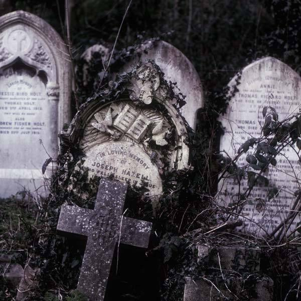 Best Gothic Cemeteries: Highgate Cemetery, London