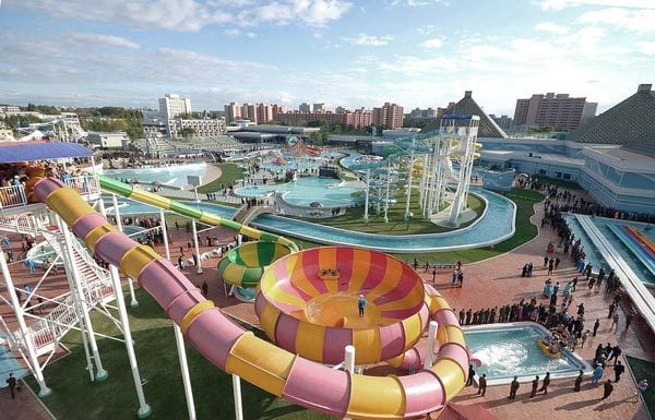 27 Things to Do Before Summer Ends: Visit a water park