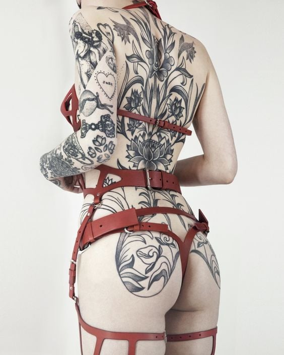 How to Style a Gothic Harness: Back Harness with Tattoos