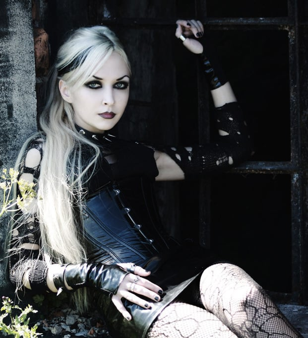 Goth Looks for Summer Fun: Gothic Makeup