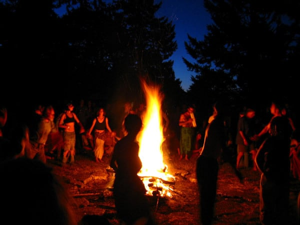 Awesomely Authentic Ways to Celebrate Samhain: Build a Bonfire