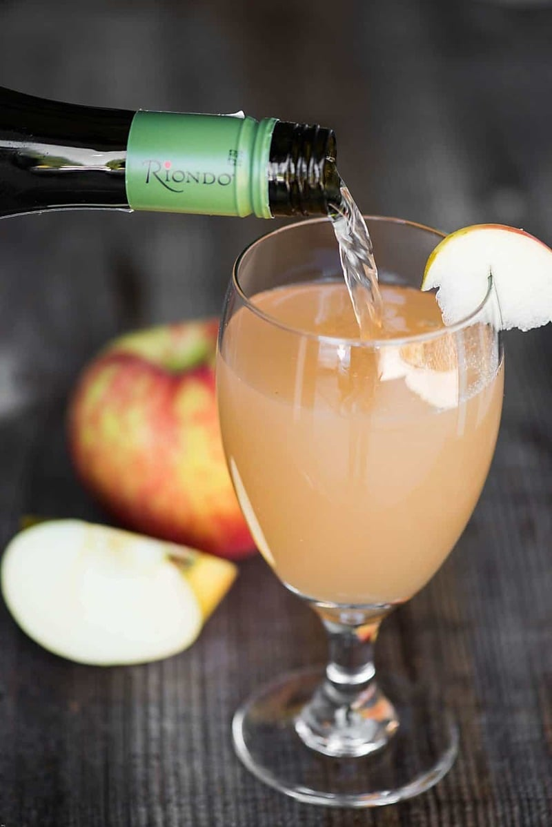 Edgy Cocktails: Spiced Apple Prosecco