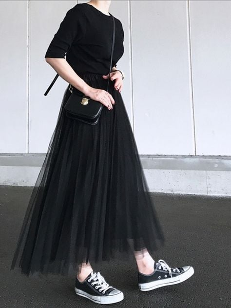 Witchy look with canvas shoes