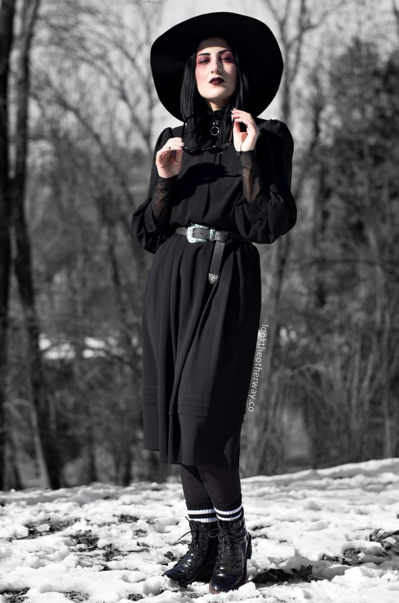 Winter edgy look with hat and belt