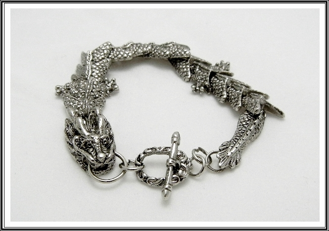 antique_silver_color_mythical_mens_dragon_bracelet_bracelets_and_wristbands_4.JPG