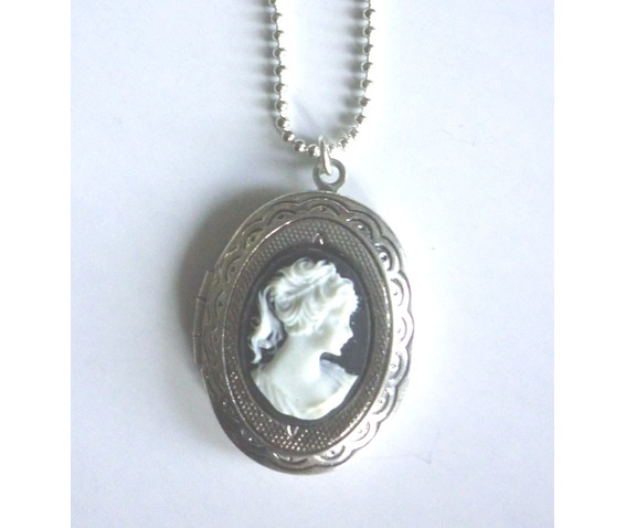 victorian_locket_medallion_woman_cameo_necklace_necklaces_4.JPG