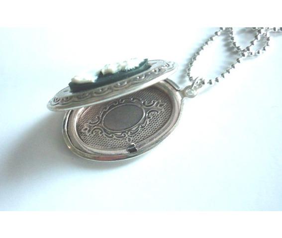 victorian_locket_medallion_woman_cameo_necklace_necklaces_3.JPG