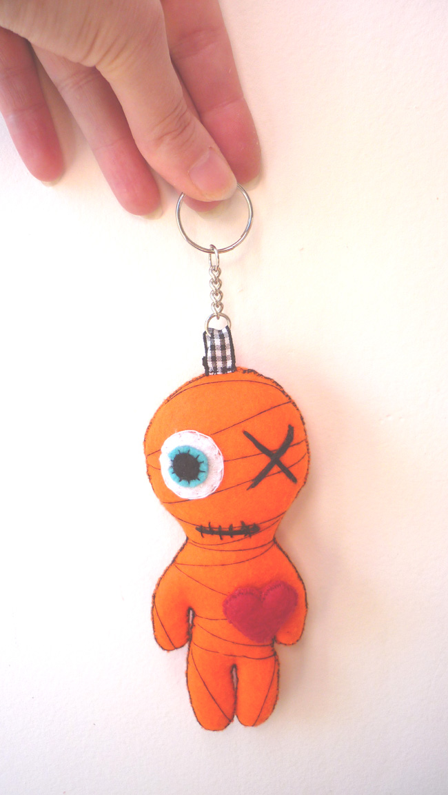 little_yellow_mummy_felt_toy_keychain_doll_toys_3.JPG
