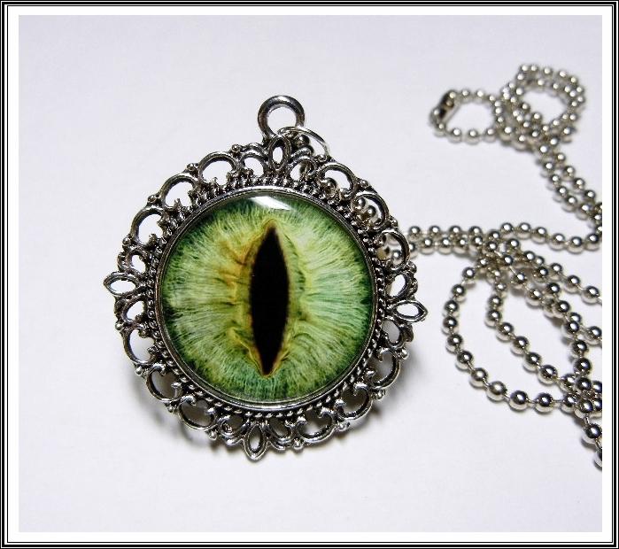 an470_green_dragon_eye_pendant_necklace_necklaces_4.JPG