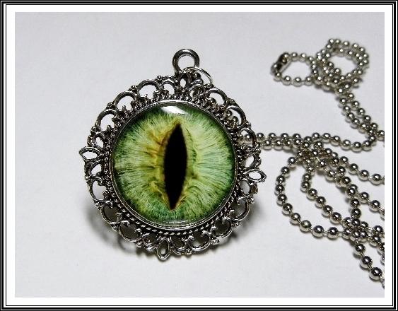 an470_green_dragon_eye_pendant_necklace_necklaces_3.JPG