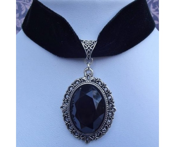 gothic_victorian_steampunk_black_velvet_jewel_choker_necklaces_2.JPG