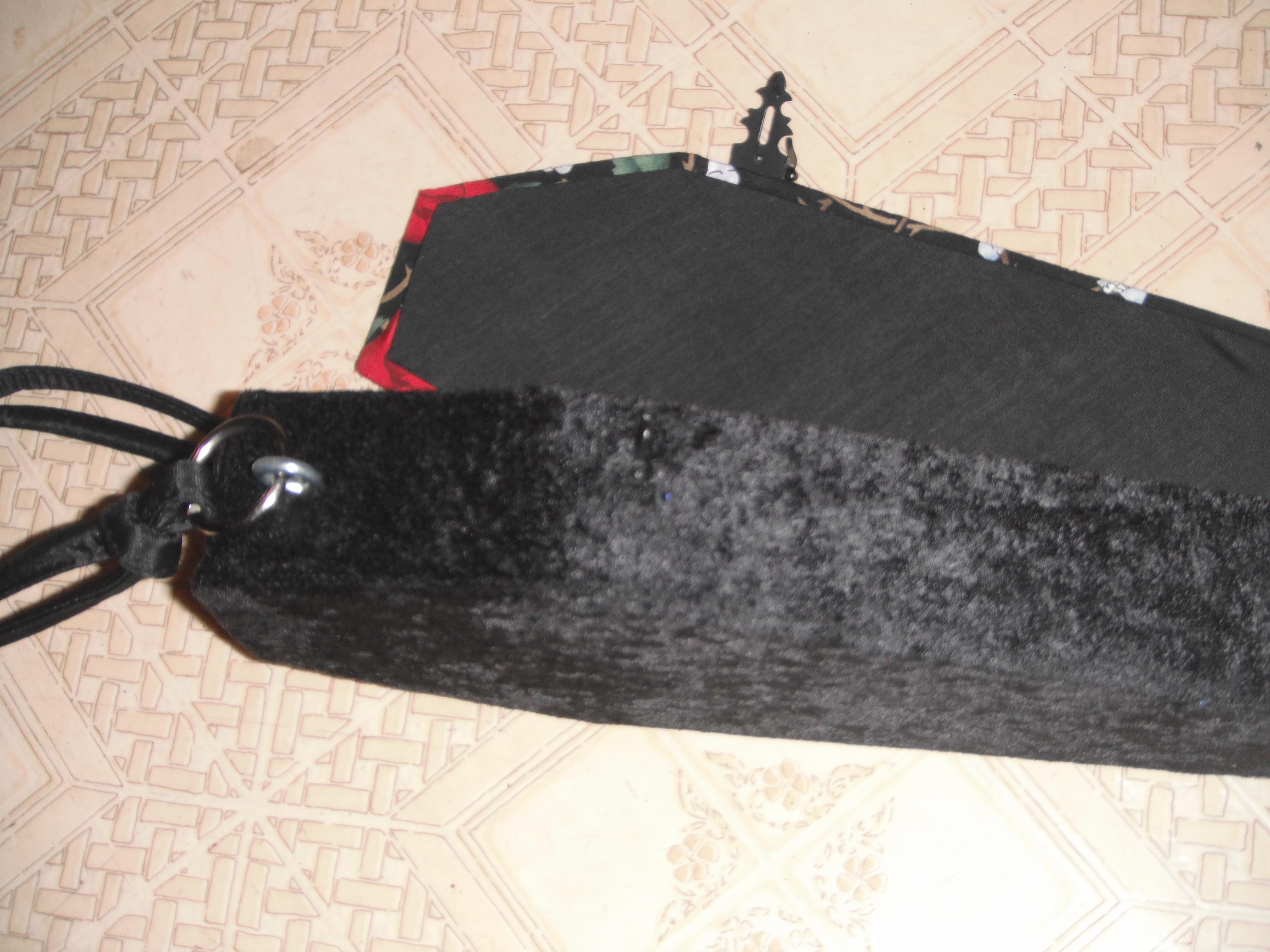 skull_roses_coffin_purse_purses_and_handbags_2.jpg