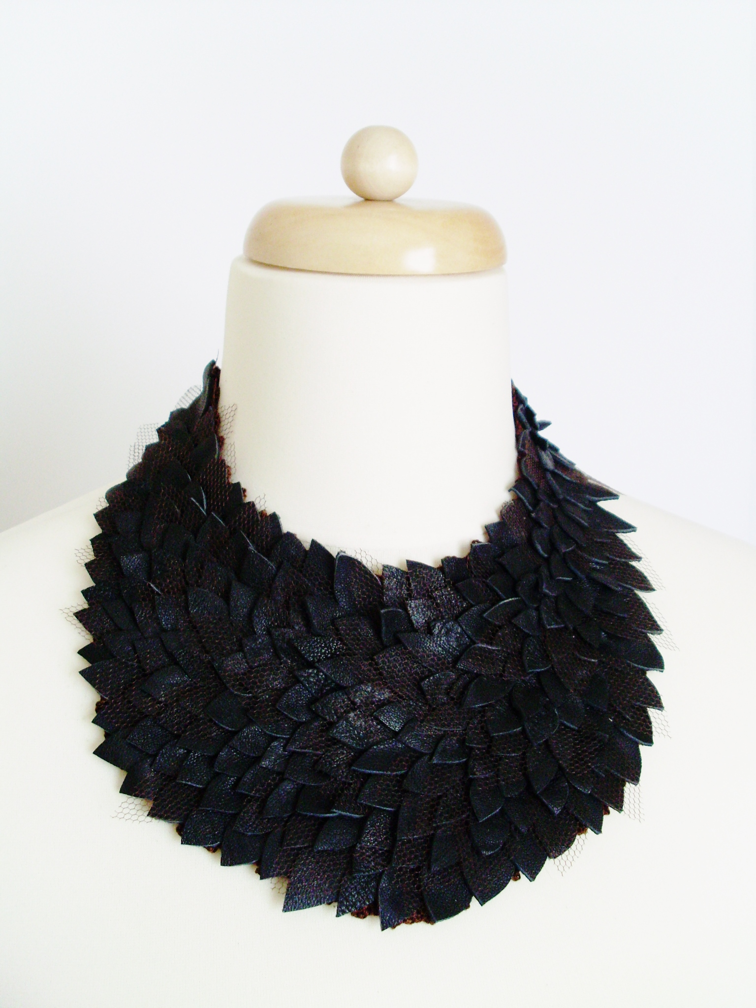 leather_necklase_necklaces_6.JPG