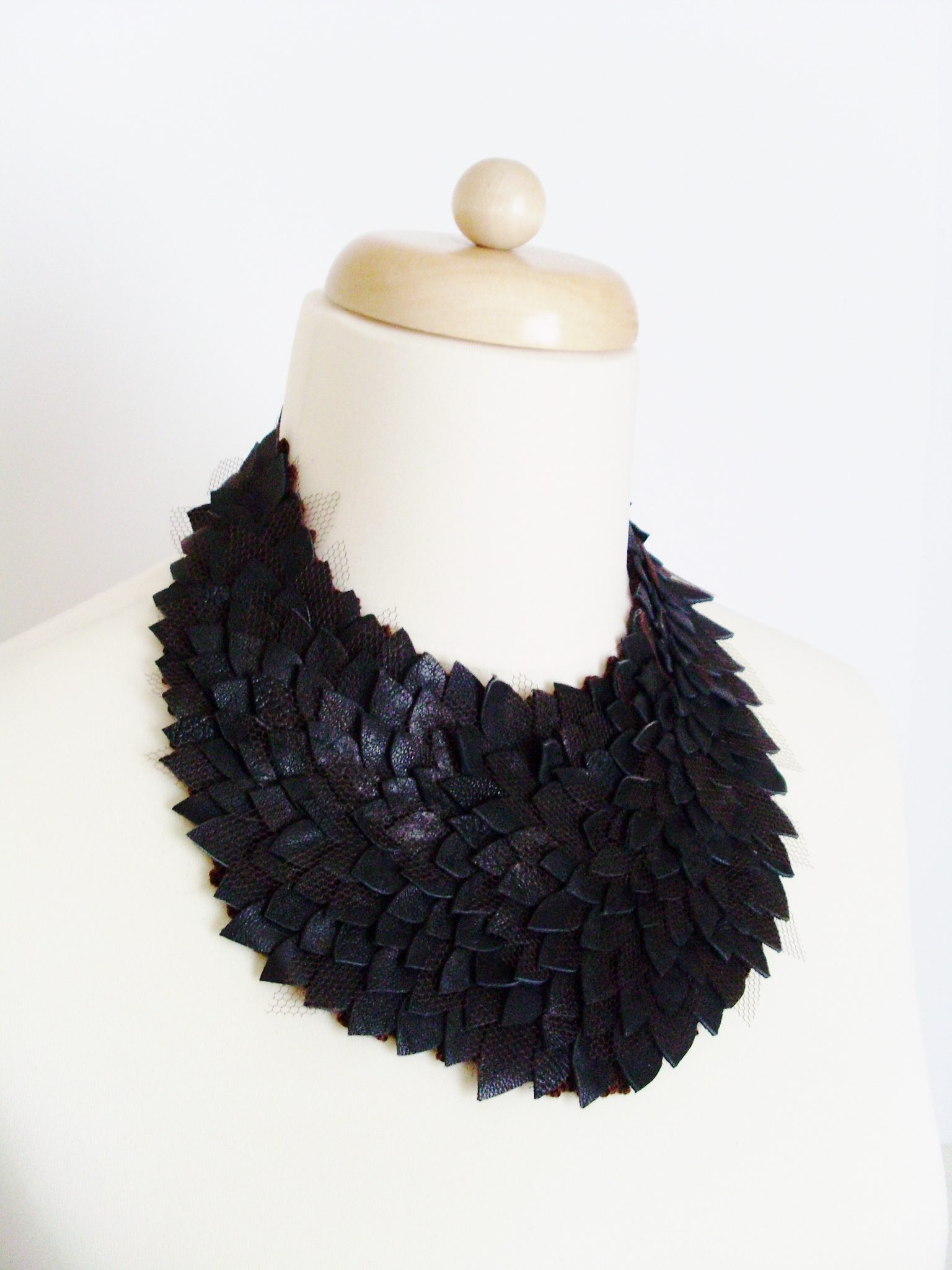leather_necklase_necklaces_5.JPG