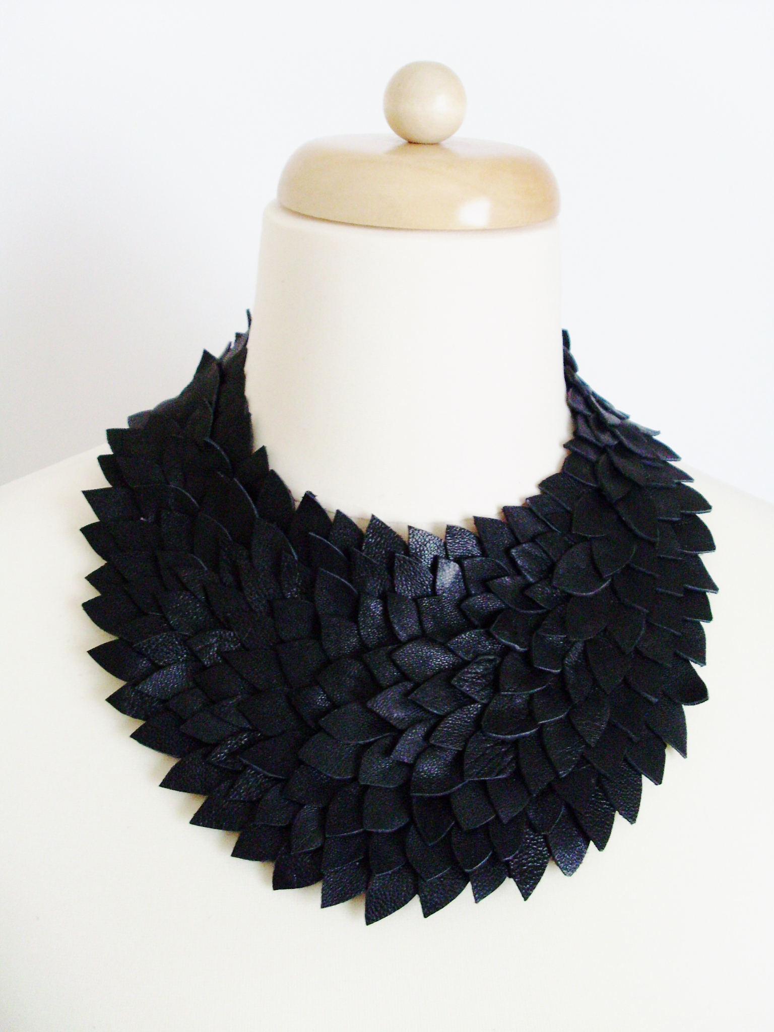 leather_necklace_necklaces_5.JPG