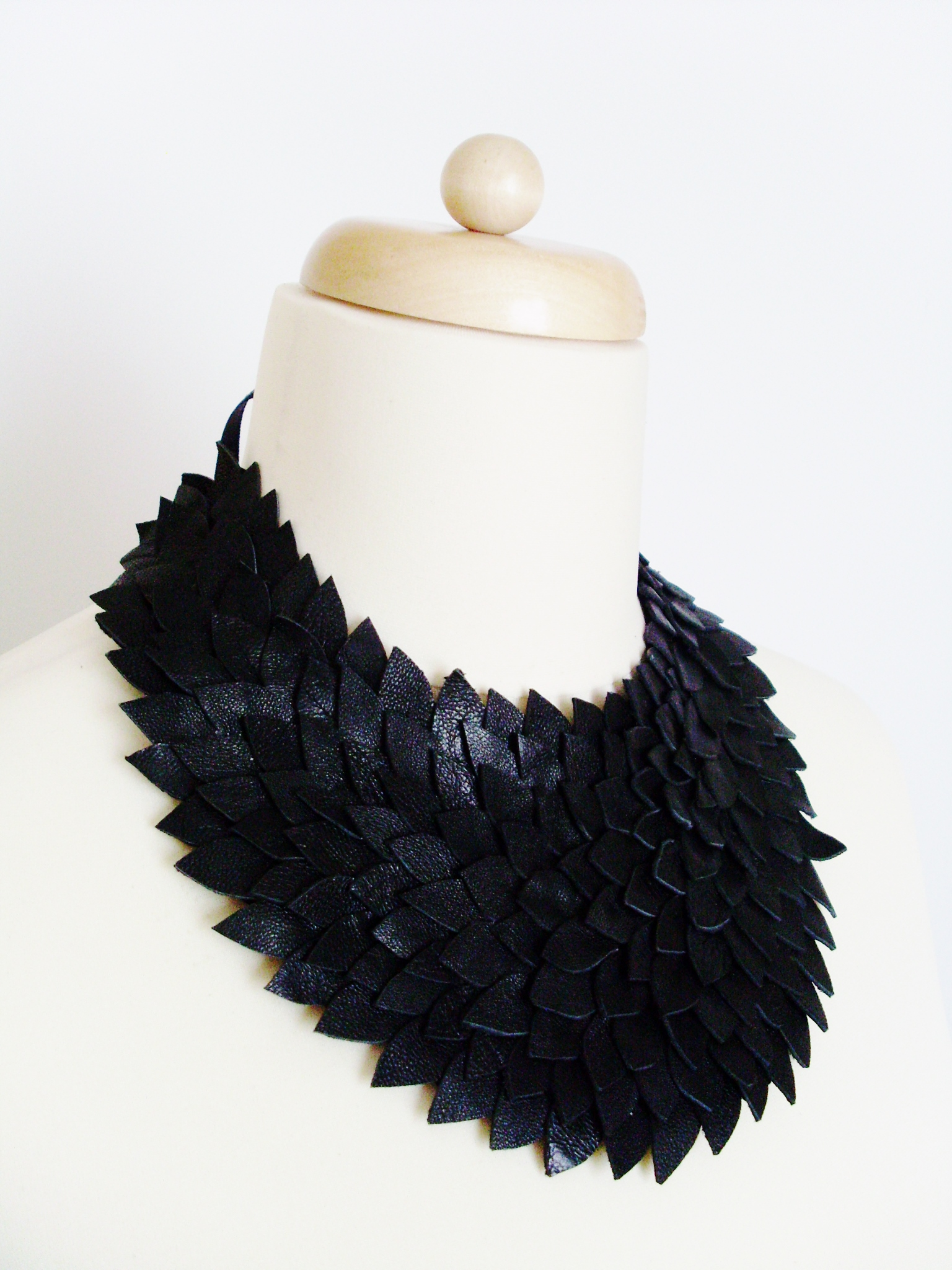 leather_necklace_necklaces_2.JPG