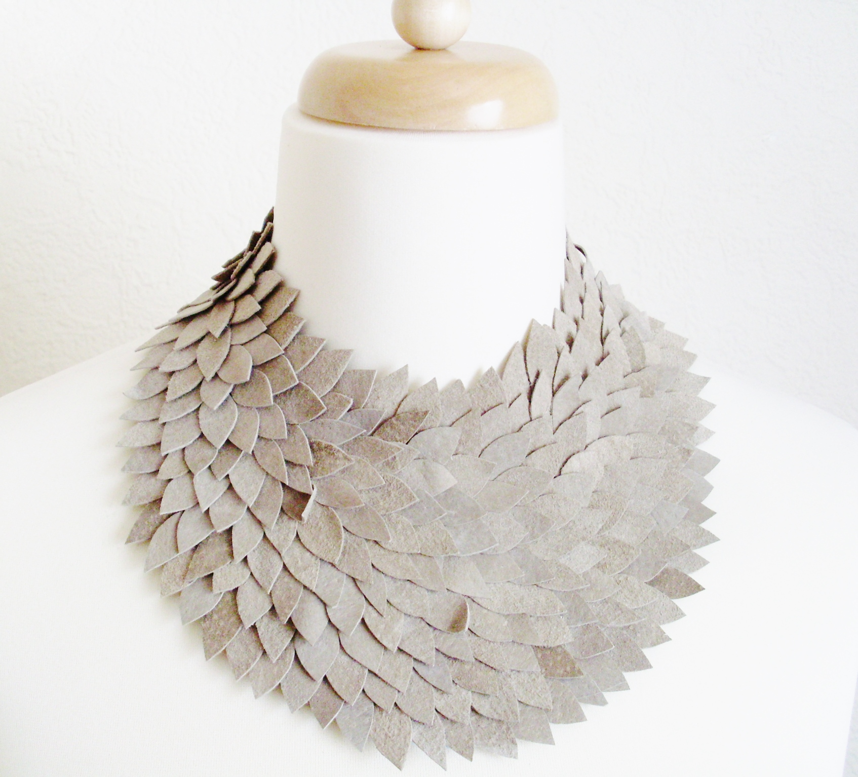 leather_collar_necklace_necklaces_5.JPG