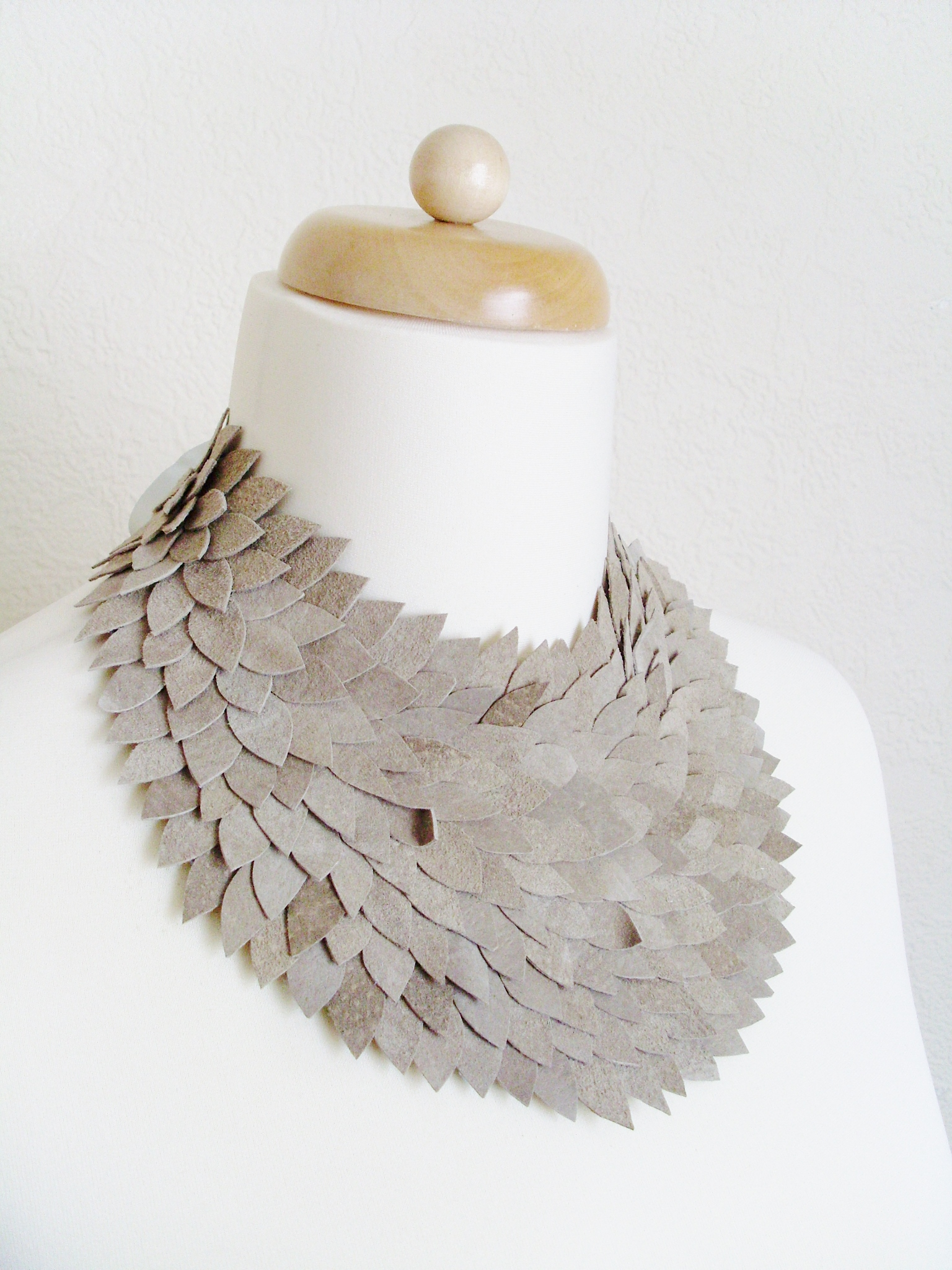 leather_collar_necklace_necklaces_4.JPG
