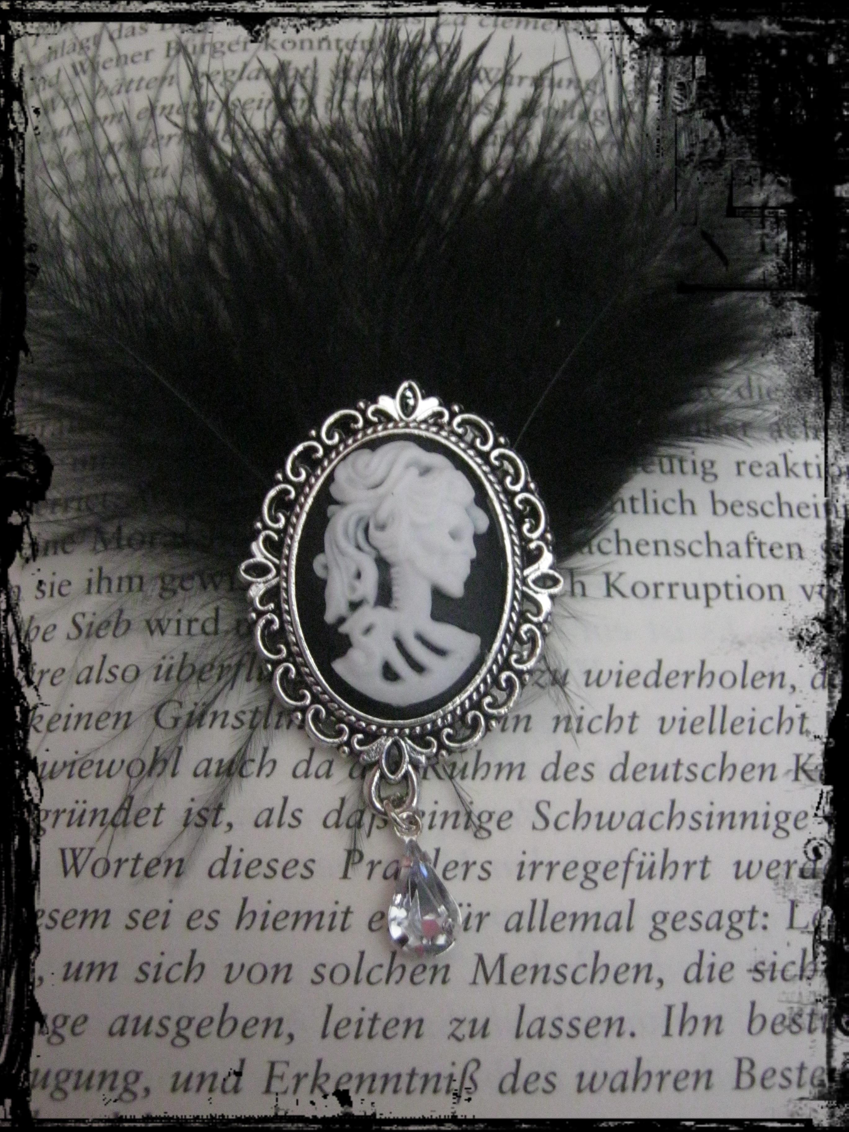 skull_lady_brooche_brooches_2.JPG