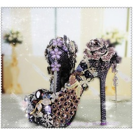 Magnificient Purple Brooches Pump