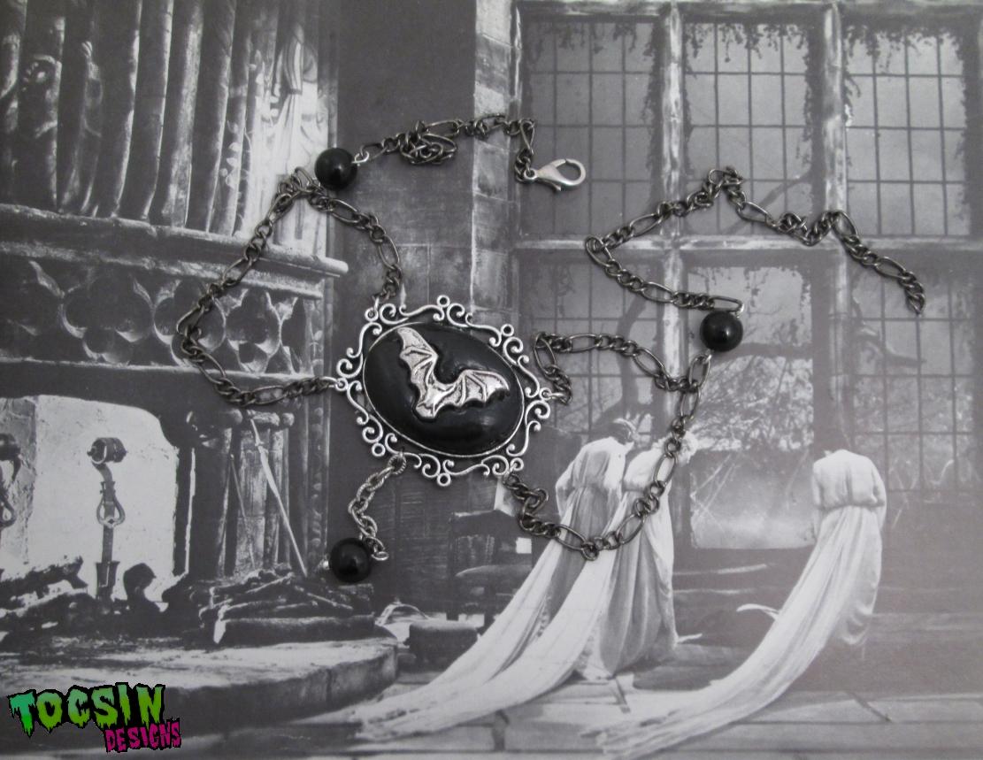 gothic_bat_necklace_goth_choker_vampire_bat_jewelry_necklaces_4.jpg