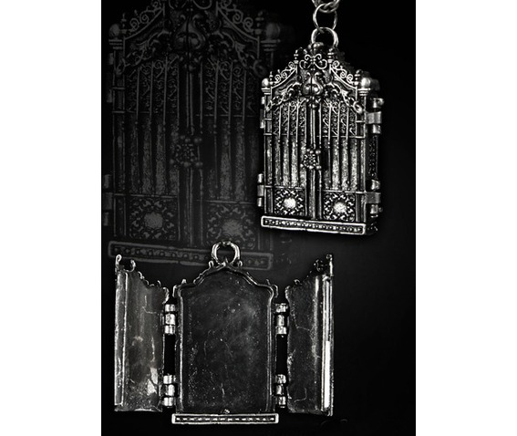 locket_pendant_shape_gothic_gate_pendants_2.jpg