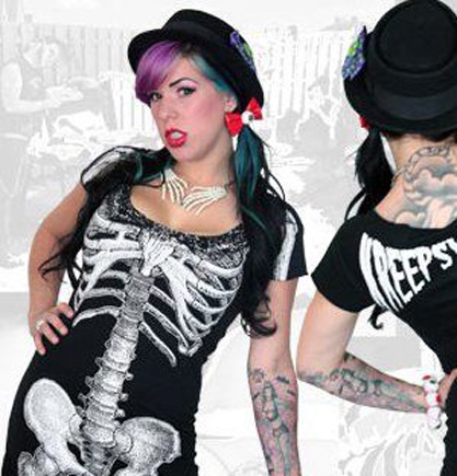 bloody_skeleton_hands_necklace_pins_2.JPG