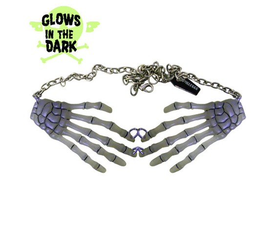 glow_in_the_dark_skeleton_hands_necklace_pins_3.jpg