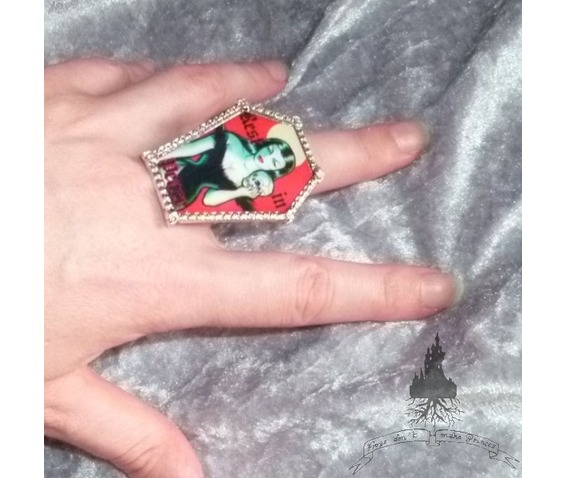 gothic_coffin_ring_rings_2.jpg