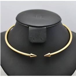 Solid Pointed Arrow Choker Necklace