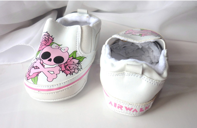 baby_girl_skulls_roses_shoes_gift_of_birth_baby_and_kids_3.JPG