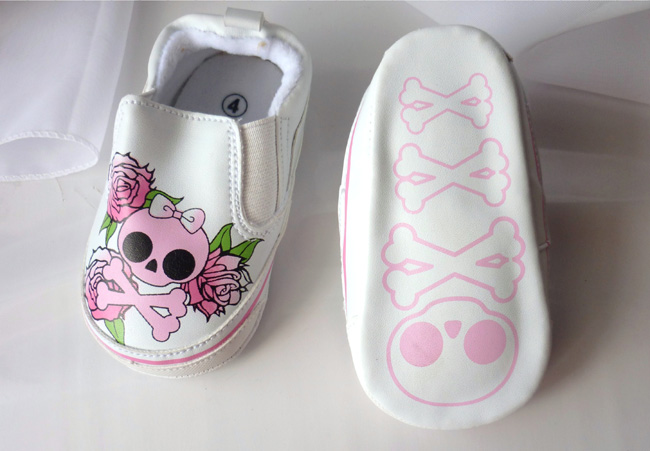 baby_girl_skulls_roses_shoes_gift_of_birth_baby_and_kids_2.JPG