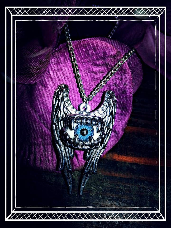 angelwings_eyes_necklace_earrings_2.jpg