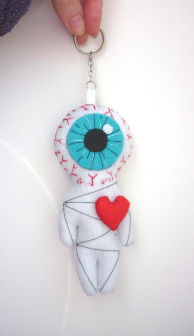 the_cyclop_love_white_voodoo_little_felt_doll_geek_toy_keychain_doll_toys_3.JPG