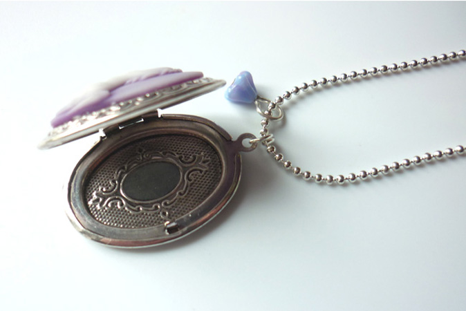 mauve_unicorn_cameo_locket_necklace_elvish_whimsical_medieval_wedding_necklaces_4.JPG