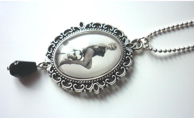 marilyn_monroe_river_of_no_return_necklace_rockabilly_pin_up_retro_necklaces_2.JPG