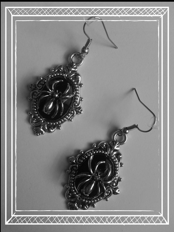 spider_earrings_black_goth_earrings_2.jpg
