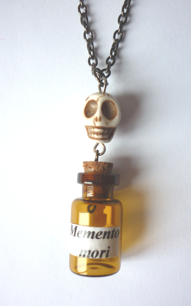 memento_mori_vial_necklace_skull_horror_taxidermy_anatomy_gothic_vanity_necklaces_6.JPG