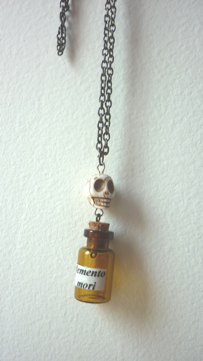 memento_mori_vial_necklace_skull_horror_taxidermy_anatomy_gothic_vanity_necklaces_2.JPG