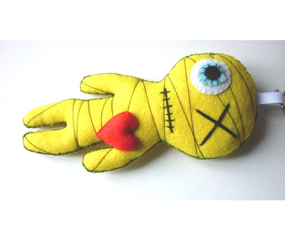 little_mummy_yellow_gothic_felt_voodoo_doll_toy_keychain_doll_toys_3.JPG