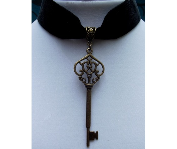 gothic_steampunk_black_velvet_bronze_key_choker_pendant_necklaces_2.jpg
