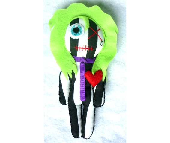 the_bio_exorcist_little_rag_doll_beetlejuice_mummy_gothic_geek_toy_tim_burton_stripes_toys_7.JPG