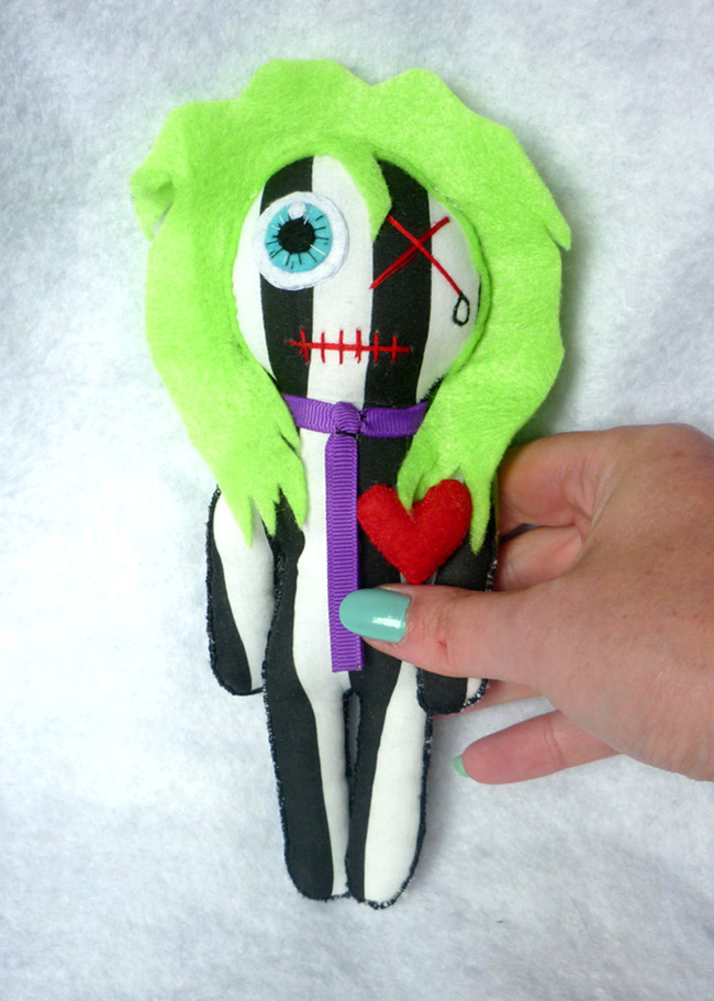 the_bio_exorcist_little_rag_doll_beetlejuice_mummy_gothic_geek_toy_tim_burton_stripes_toys_7.JPG