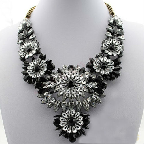 hot_selling_mixed_style_chain_crystal_flower_bib_big_statement_necklace_trendy_black_color_necklaces_3.jpg