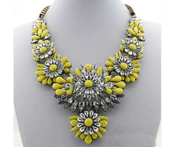 hot_selling_mixed_style_chain_crystal_flower_bib_big_statement_necklace_trendy_yellow_color_necklaces_3.jpg