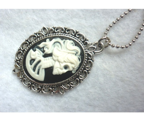 dead_lady_necklace_white_black_color_skull_skeleton_halloween_necklaces_4.JPG