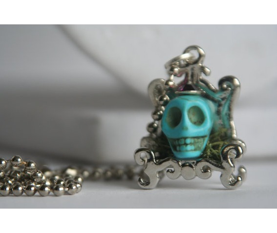 turquoise_skull_mossy_chair_necklaces_2.jpg