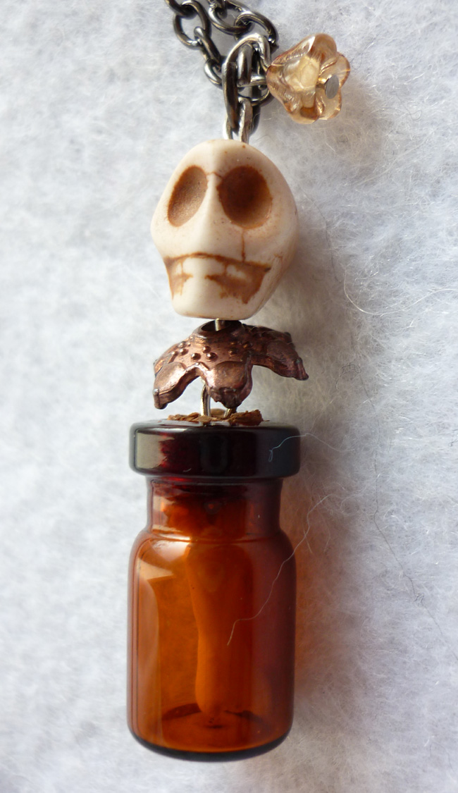 the_anthropologist_necklace_memento_mori_gothic_skull_esoteric_evil_witch_halloween_wicca_vial_necklaces_5.JPG